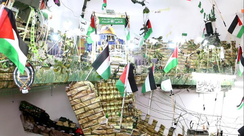 مُسنٌّ فلسطيني يُجَسًدَ الأقصى بمجسّم في بيته