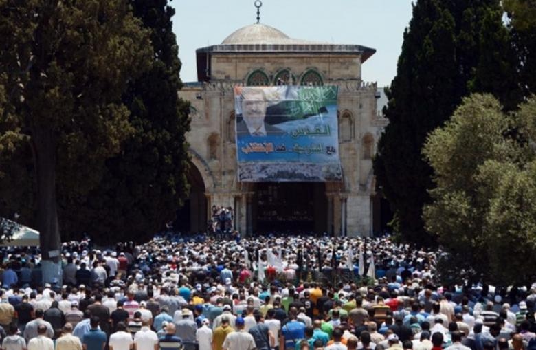 علماء ووجهاء يفتحون بيت عزاء لمرسي في القدس