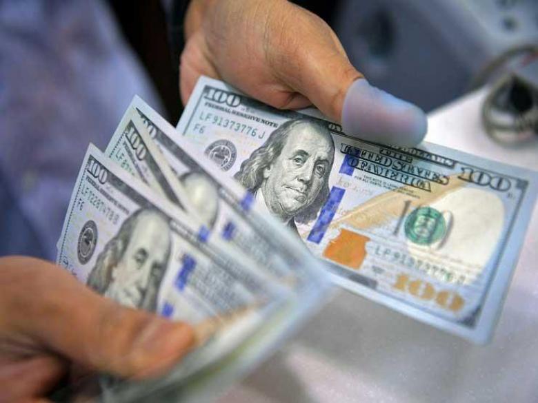 الدولار يواصل التراجع في مصر