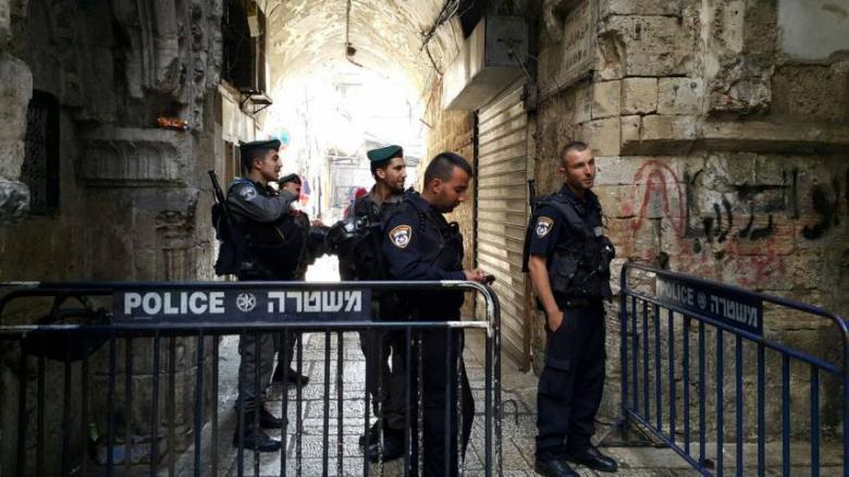 الاحتلال يبعد حارسا عن المسجد الأقصى 15 يوما