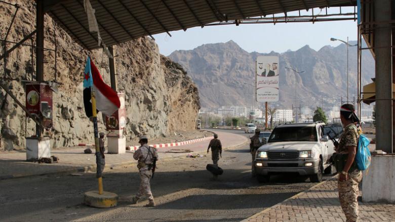 انفجاران يهزان عدن واشتباكات محدودة بأسلحة متوسطة