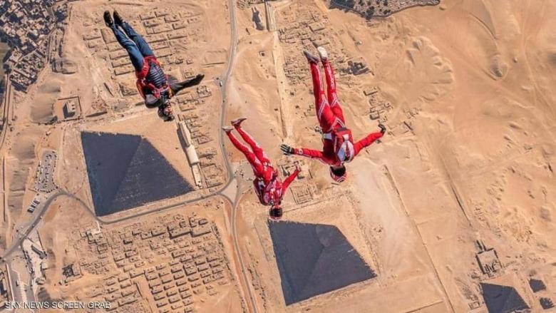 استعراض جريء لمغامر وزميلته فوق أهرامات مصر l قبل 4 ساعات