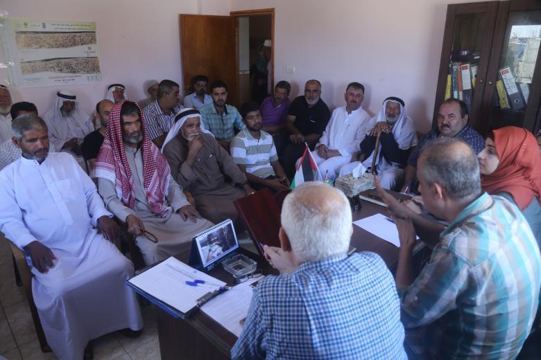 الثقافة والفكر الحر تعقد ورشة عمل مع وجهاء المواصي