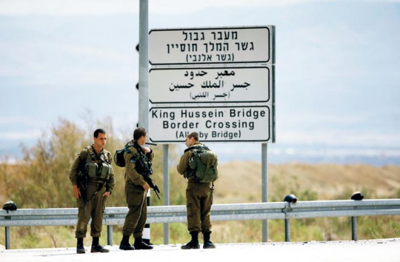 """الاحتلال يمنع سفر 26 مواطنًا عبر معبر """"الكرامة"""""""