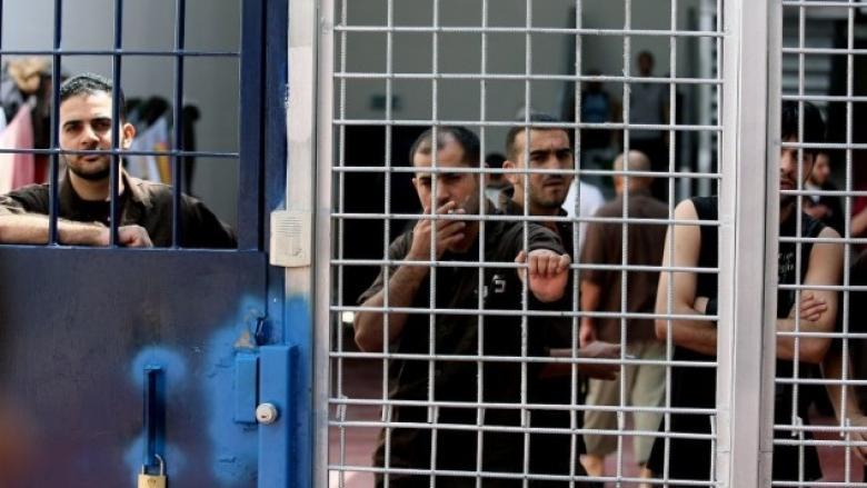 الحكم على الأسير محمد زكارنة بالسجن مؤبدين وغرامة 300 ألف شيقل