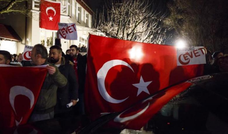 أنقرة تلوح بتجمع جديد للأتراك بألمانيا