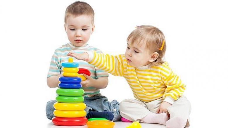 كيف تعقمي الأغراض التي يلمسها طفلك يومياً؟
