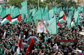 حماس تمدّ يدها لفتح وتدعو لانعقاد الإطار القيادي الفلسطيني