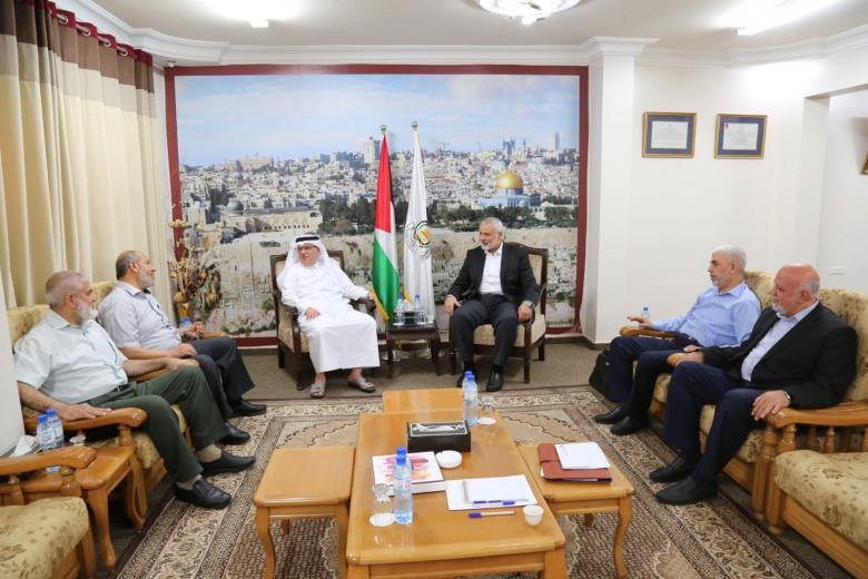 حماس تكشف تفاصيل لقائها مع السفير العمادي في غزة