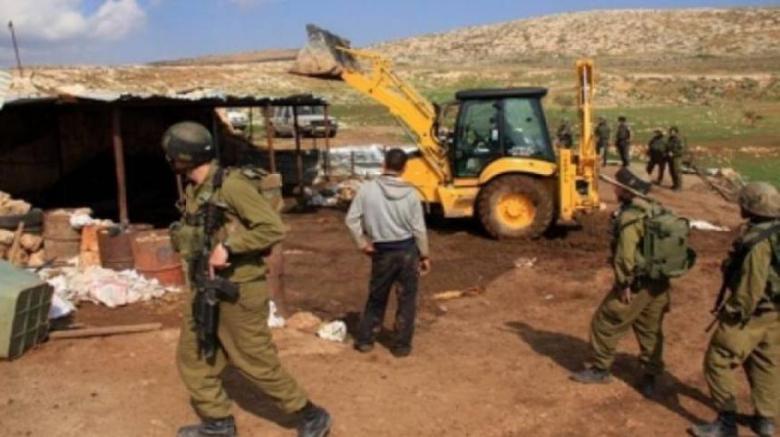 الاحتلال يخطر بهدم 4 مساكن جنوب الخليل