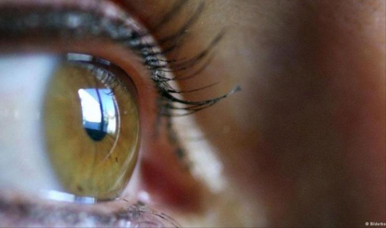 علماء إيطاليون يطورون شبكية اصطناعية للعين