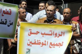 """""""فلسطين الآن"""" تكشف آلية توزيع مستحقات موظفي غزة"""