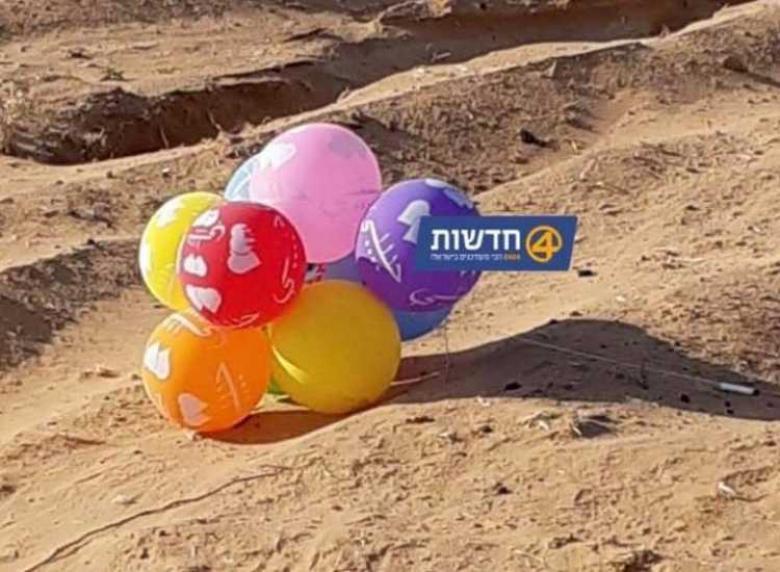 موقع عبري يزعم سقوط بالون مفخخ في غلاف غزة