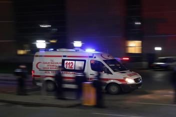 """سيارة إسعاف """"تقتل"""" رجلاً"""