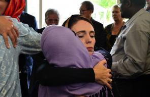 رئيسة وزراء نيوزيلندا تلتقي ضحايا