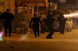الشرطة التونسية تستخدم الغاز لتفريق محتجين بعد هدوء استمر يومين