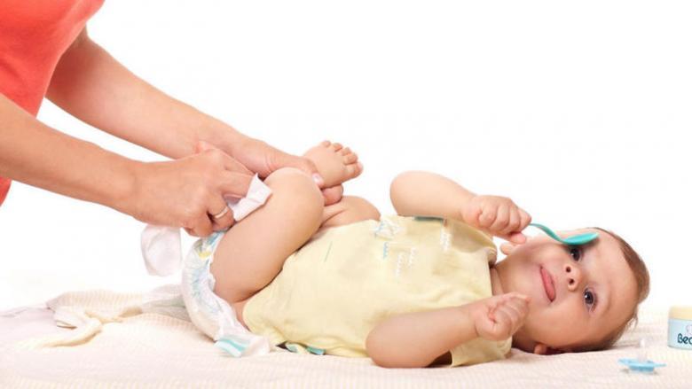 أعراض طبيعية على طفلك في أشهره الأولى