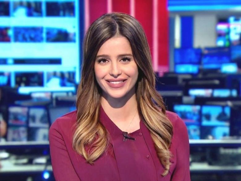 """أصغر مذيعة في """"سكاي نيوز"""".. فلسطينية تتألق بسماء الإعلام"""