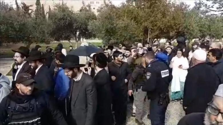 مئات المستوطنين يقتحمون مقامات عورتا بحماية جيش الاحتلال