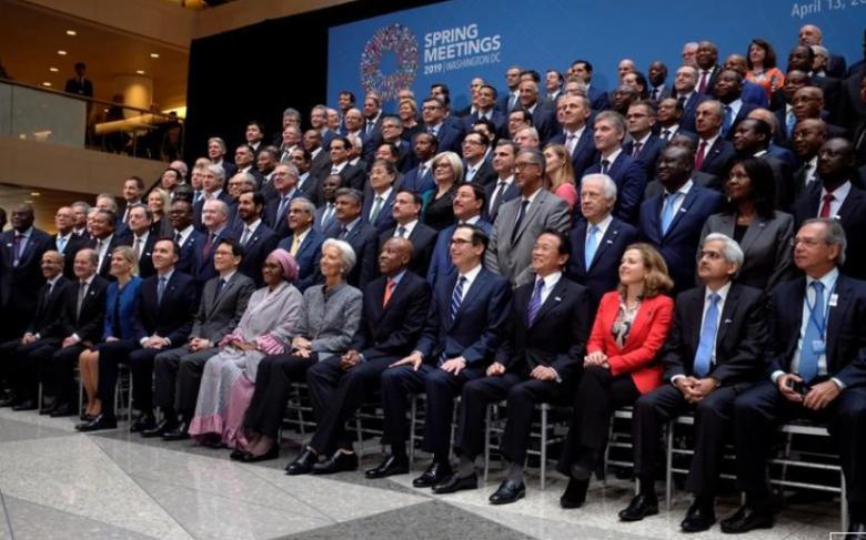 """مسؤولون: توقعات النمو الاقتصادي العالمي """"تميل إلى الانخفاض"""""""