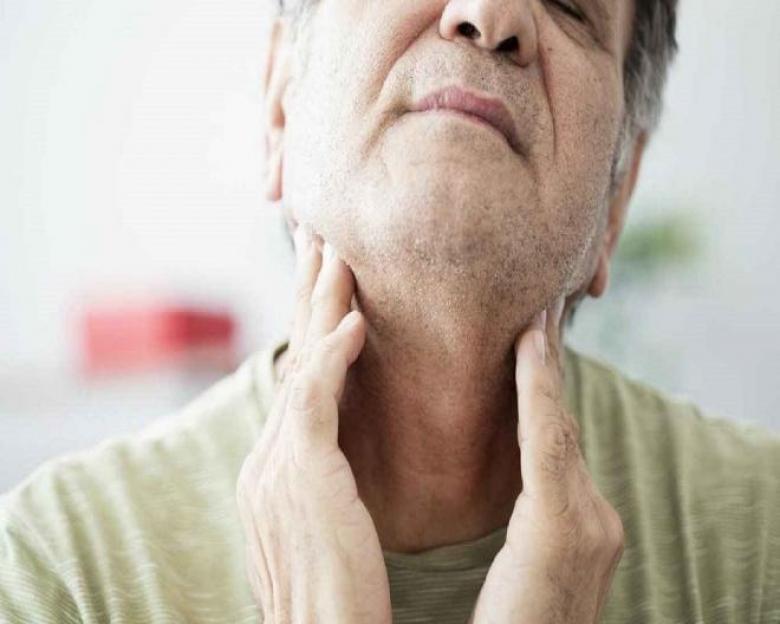 علاج التهاب الحلق واللوز وكيف تعرف أنك مريض بها؟