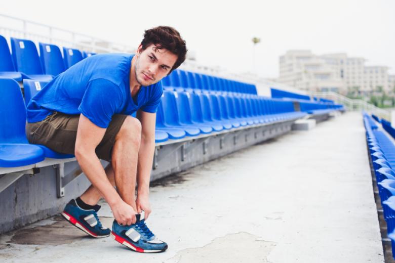 أحذية رياضية يرتديها الرجال تسحر عيون النساء.. احرص عليها