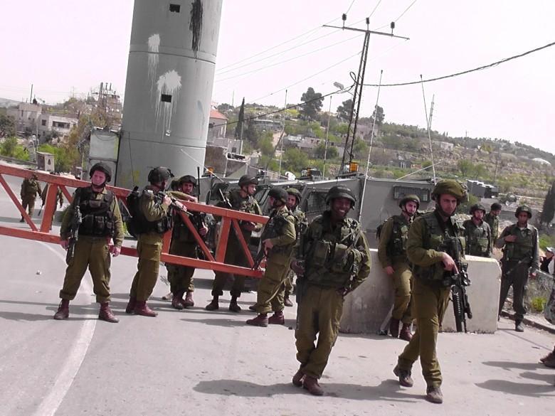 جيش الاحتلال بنصب حاجزًا عسكريًا شرق قلقيلية