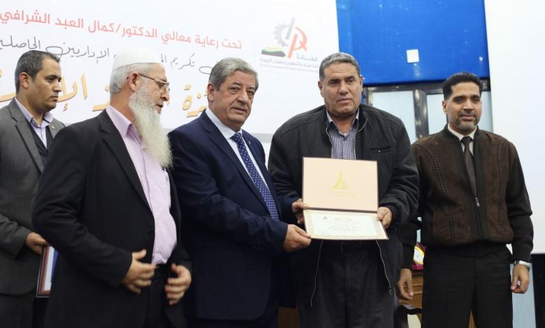 جامعة الأقصى تكرم الموظفين الإداريين المتميزين فيها