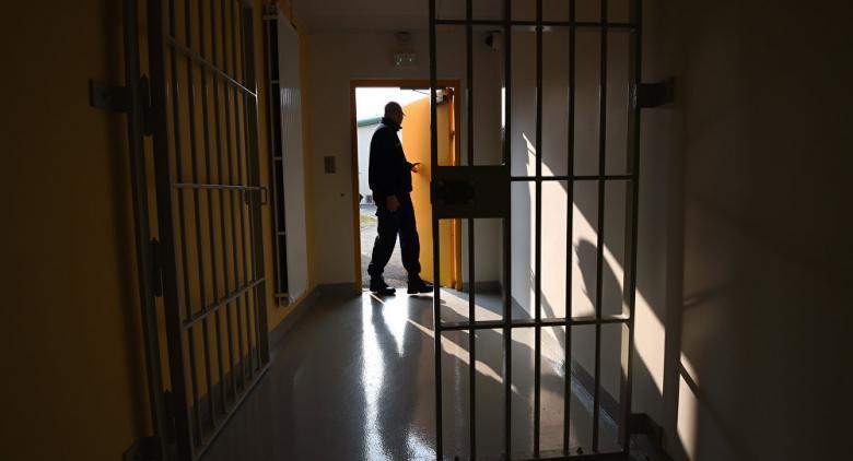 فشل في الهروب من السجن فانتحر