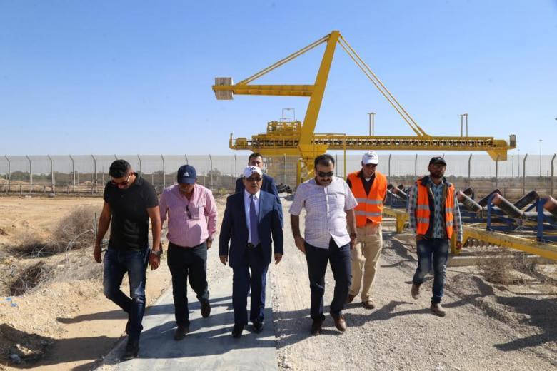 """""""الأشغال"""" تتفقد أعمال الإصلاحات في معبر """"أبو سالم"""""""