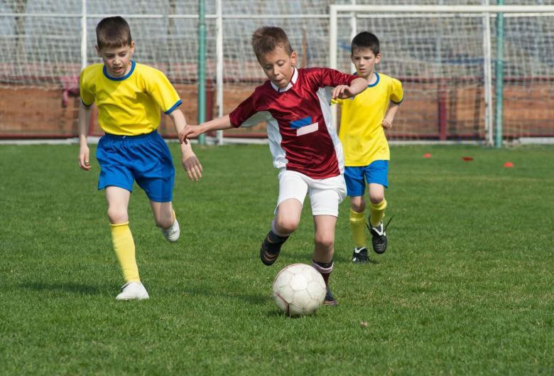 كرة القدم تضر بالصحة وتسبب الاكتئاب للأطفال!