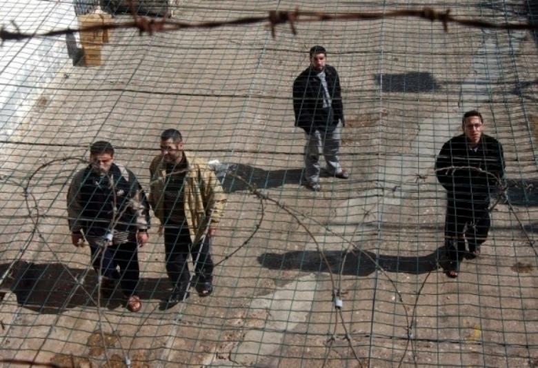 10 أسرى يدخلون أعواماً جديدة في سجون الاحتلال