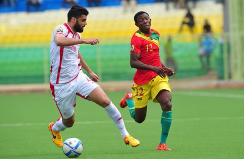 تونس تكتسح غينيا وتضع قدمًا في مونديال روسيا