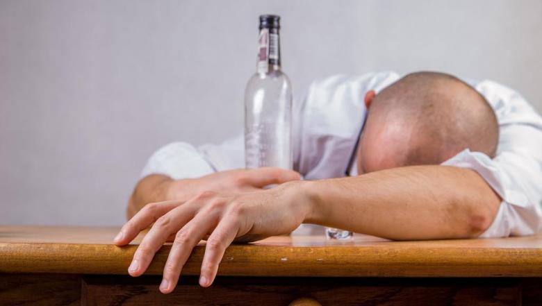 روسيا تقلل استهلاك الخمر وتزيد أعمار مواطنيها