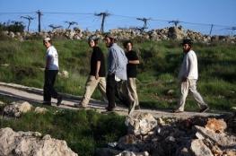مستوطنون يعتدون على المواطنين بنابلس
