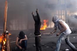 """مواجهات عنيفة بين الشبان والاحتلال الذي اقتحم عزاء """"قنبر"""""""