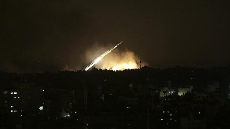 """الدفاعات الجوية السورية تتصدى لعدوان جوي """"إسرائيلي"""""""