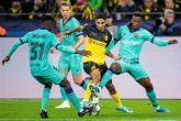 برشلونة يفلت بنقطة تعادل مثيرة أمام دورتموند