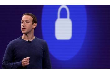 مديرو فيسبوك ممنوعون من استخدام آيفون