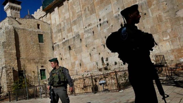 الخليل: اعتقال شاب بزعم العثور على سكين بحوزته