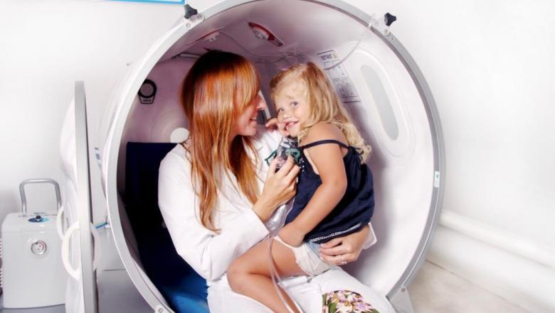 كيف نحل معضلة كراهية الطفل للطبيب؟