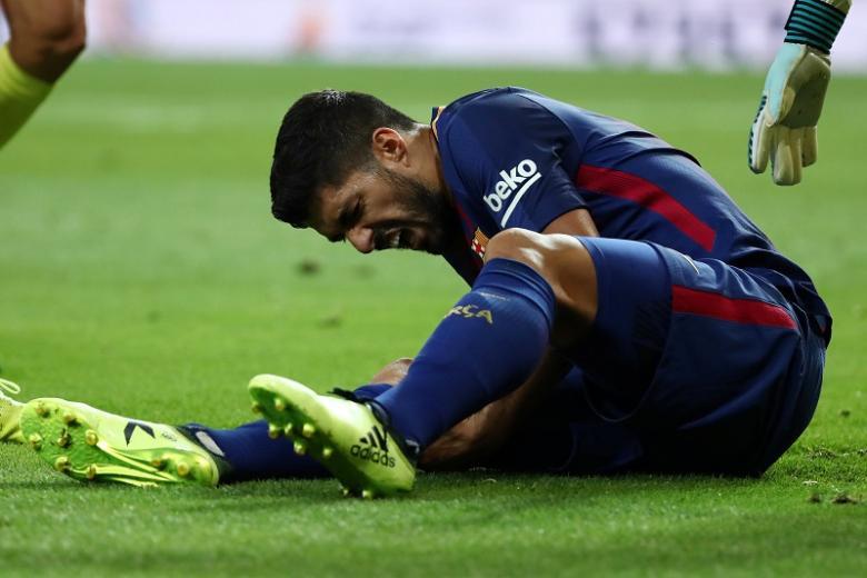 جراحة تبعد سواريز عن برشلونة حتى نهاية فبراير