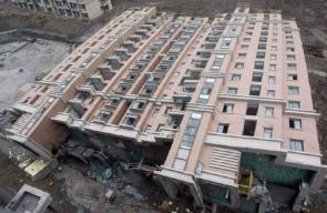 سقوط مبنى في الصين دون تحطم