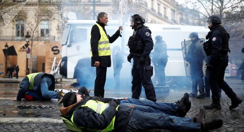 إصابة 20 شخصا في مواجهات بين الشرطة والمتظاهرين وسط باريس