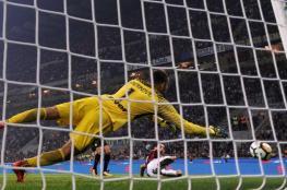 إنترناسيونالي ينتزع الفوز من ميلانو في اللحظات الأخيرة
