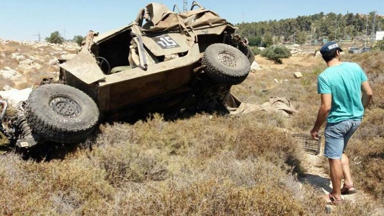 انقلاب جيب عسكري إسرائيلي بالخليل