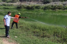 بلدية النصيرات تبدأ برش مجرى وادي غزة لمكافحة البعوض