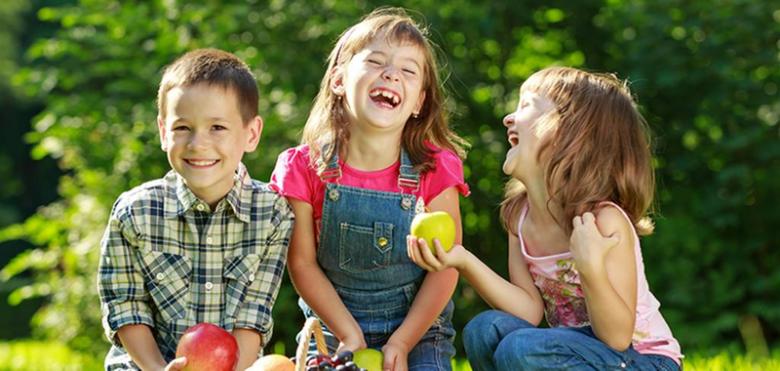 كيف تعلمين طفلك المهارات الاجتماعيَّة العاطفيَّة؟
