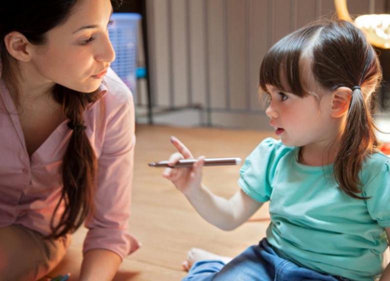 أسئلة علمية قد يوجهها لك طفلك.. كيف تجيبين عنها؟!