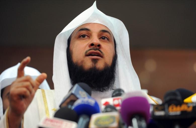 لماذا أرسل العريفي أطفاله لبيع التمور أمام المسجد؟